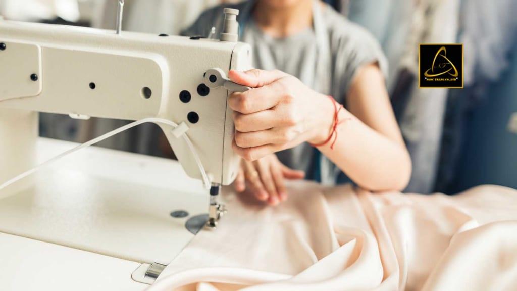 Nguồn hàng tại các xưởng quần áo